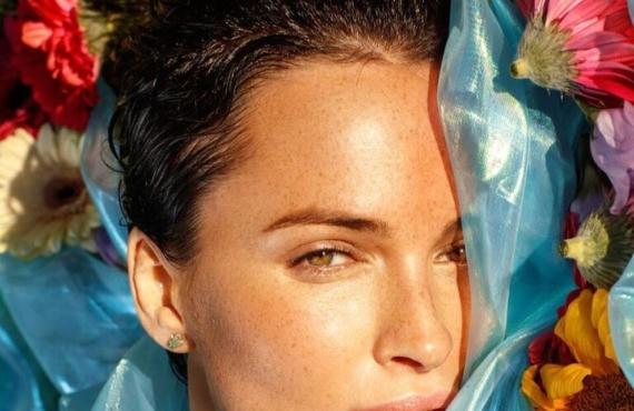Jouvence Eternelle попал в топ любимых бьюти-брендов Даши Астафьевой для Vogue.ua