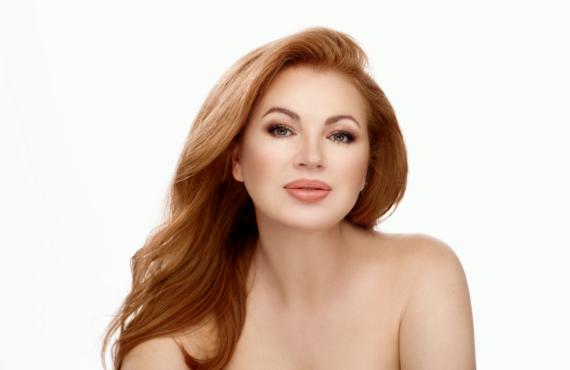 Elle.ua: Ювелирное сияние кожи — новый тренд в beauty-индустрии
